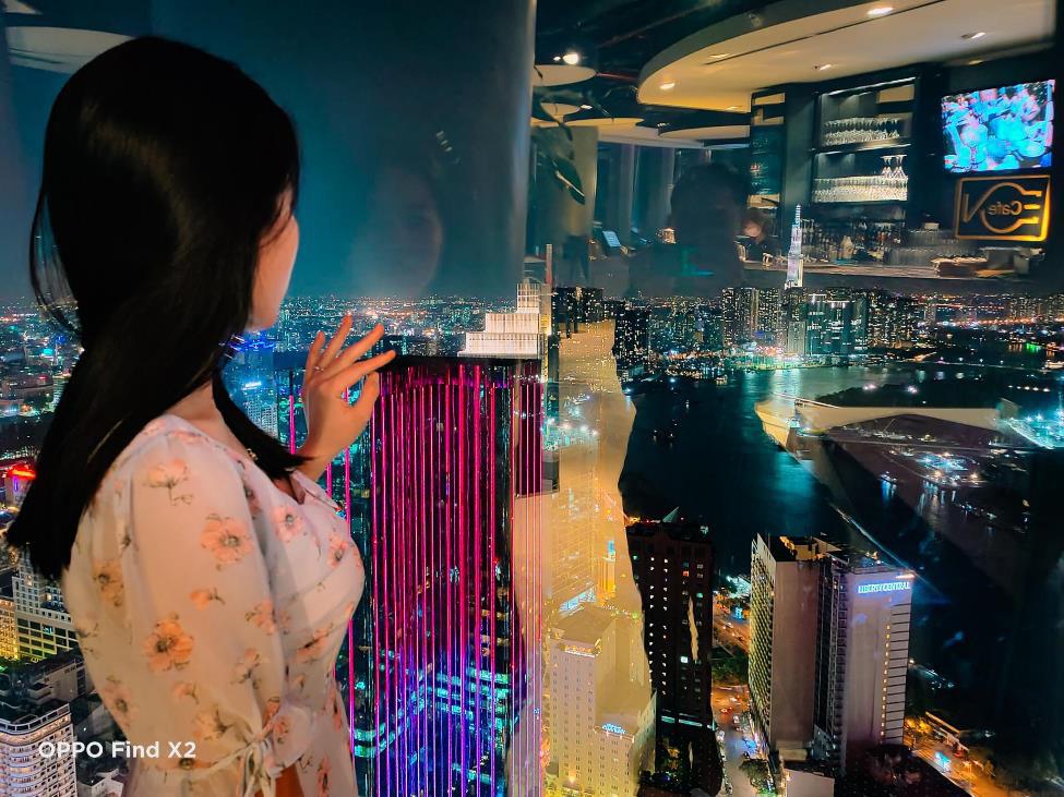 Lên nóc nhà ngắm Sài Gòn đẹp tĩnh lặng lúc về đêm - Ảnh 4.