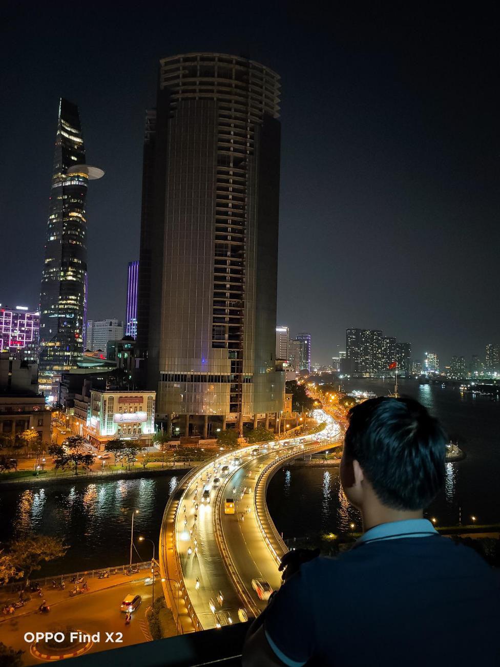 Lên nóc nhà ngắm Sài Gòn đẹp tĩnh lặng lúc về đêm - Ảnh 5.