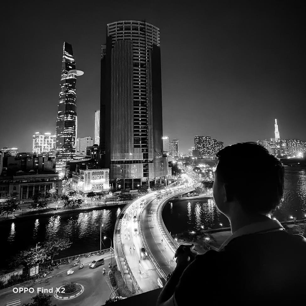 Lên nóc nhà ngắm Sài Gòn đẹp tĩnh lặng lúc về đêm - Ảnh 6.