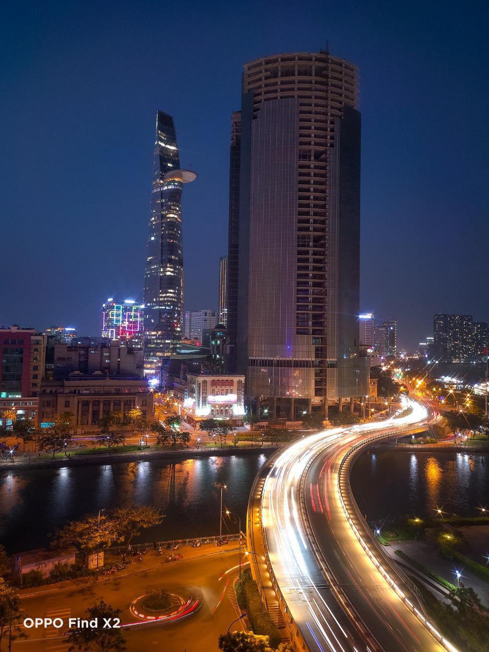 Lên nóc nhà ngắm Sài Gòn đẹp tĩnh lặng lúc về đêm - Ảnh 8.