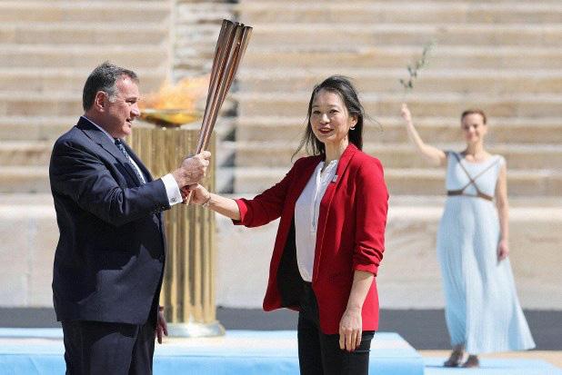 Đuốc Olympic 2020 lặng lẽ đến Nhật Bản giữa những hoài nghi và lo ngại vì dịch Covid-19 - Ảnh 4.