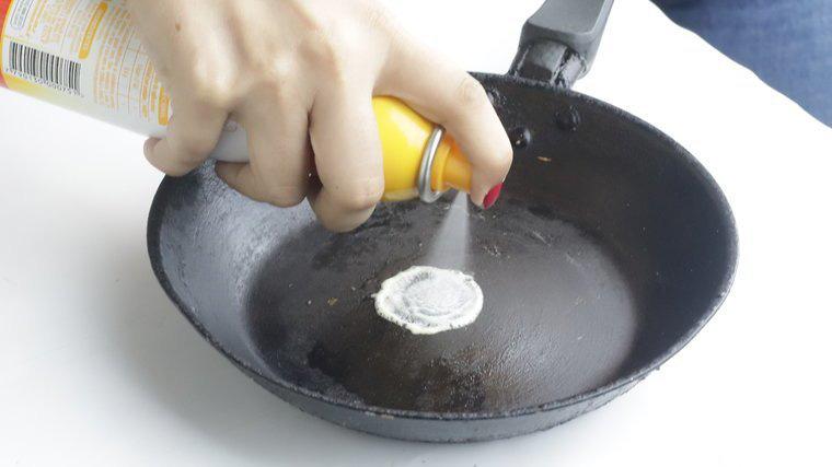 Muốn giữ chảo gang được bền, bạn hãy ghi nhớ ngay 2 cách làm sạch này nhé! - Ảnh 6.