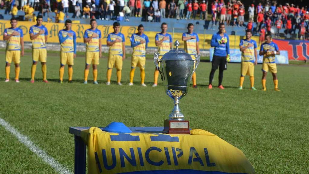 Xuất hiện giải VĐQG đầu tiên trên thế giới kết thúc sớm vì Covid-19, trao luôn cúp vô địch cho đội dẫn đầu - Ảnh 1.