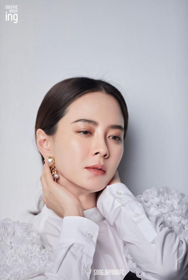 Không còn trẻ trung như xưa nhưng loạt ảnh hậu trường mới của Song Ji Hyo vẫn khiến cô được tung hô nhờ điều này - Ảnh 7.