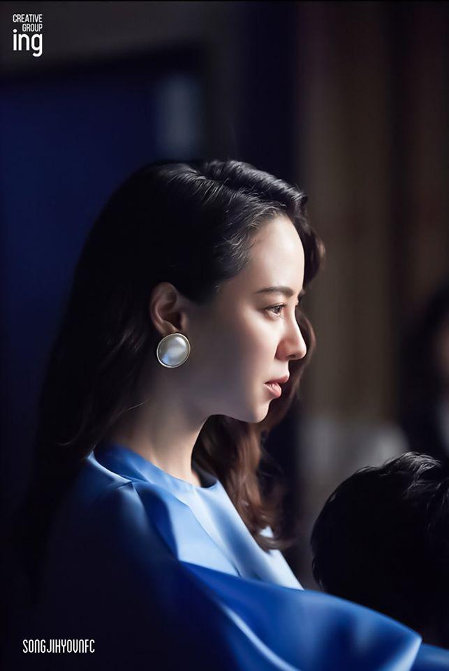 Không còn trẻ trung như xưa nhưng loạt ảnh hậu trường mới của Song Ji Hyo vẫn khiến cô được tung hô nhờ điều này - Ảnh 4.