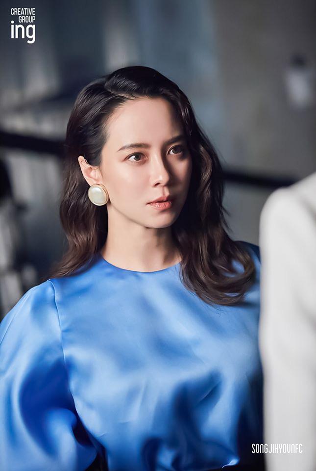 Không còn trẻ trung như xưa nhưng loạt ảnh hậu trường mới của Song Ji Hyo vẫn khiến cô được tung hô nhờ điều này - Ảnh 6.