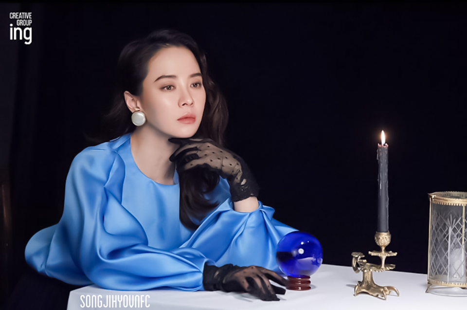 Không còn trẻ trung như xưa nhưng loạt ảnh hậu trường mới của Song Ji Hyo vẫn khiến cô được tung hô nhờ điều này - Ảnh 3.