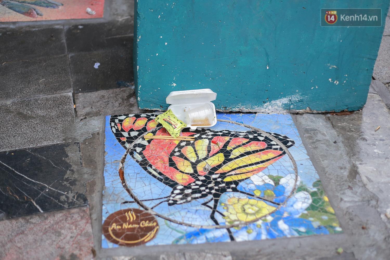 """Ảnh: Nắp cống, hố ga """"vô tri, vô giác"""" tại phố đi bộ Hà Nội biến thành tác phẩm nghệ thuật đẹp như tranh vẽ - Ảnh 8."""