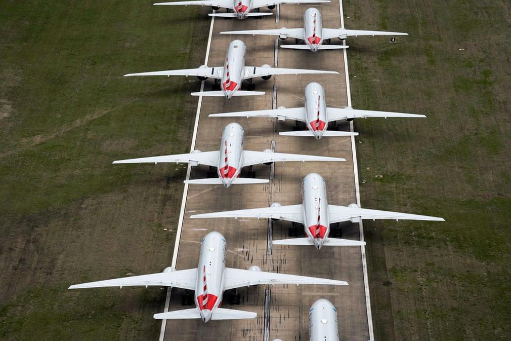 24h qua ảnh: Máy bay đỗ kín đường băng ở Mỹ vì dịch Covid-19 - Ảnh 2.