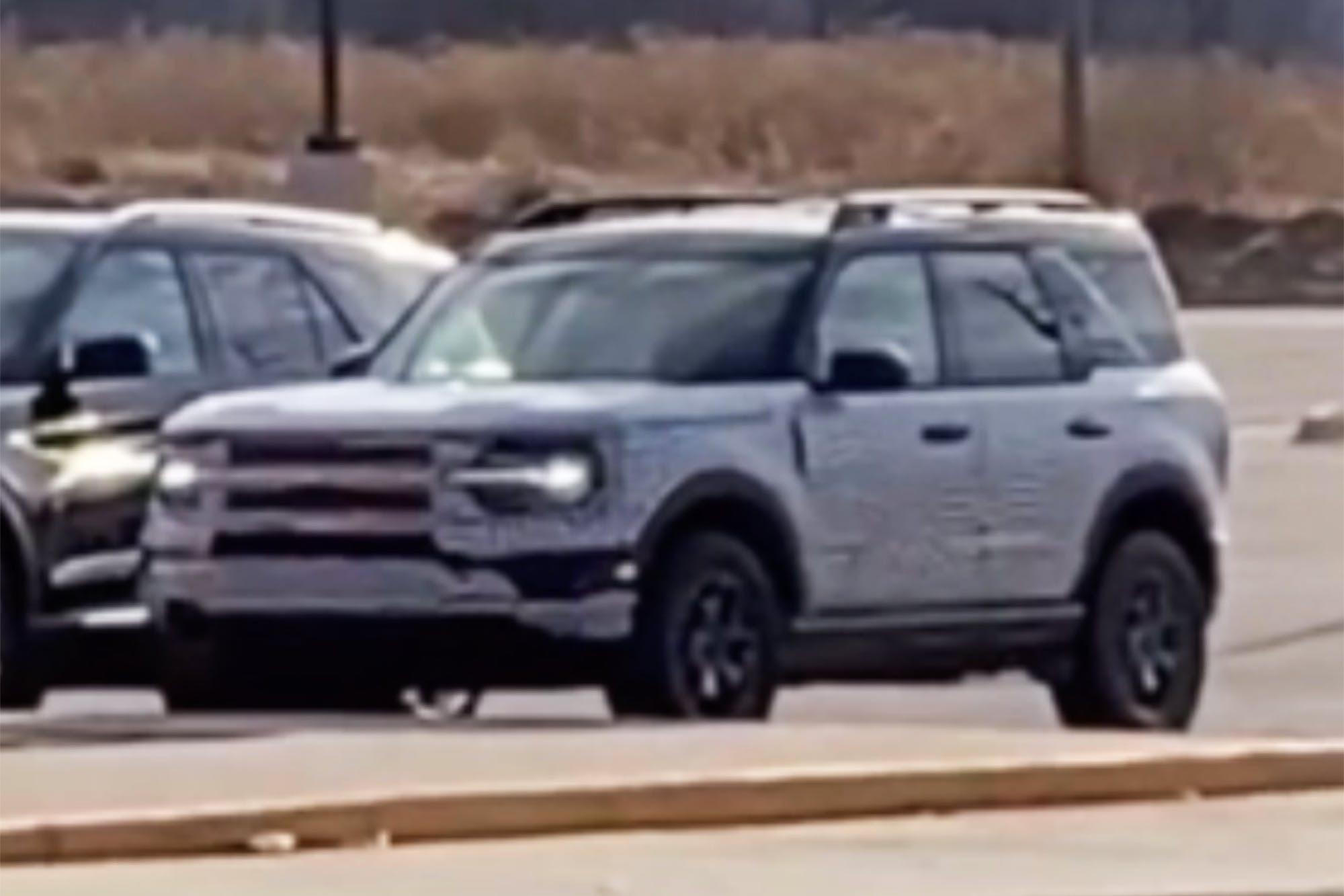 Ford Bronco Sport lộ mặt, so kè Explorer đời mới - Ảnh 1.