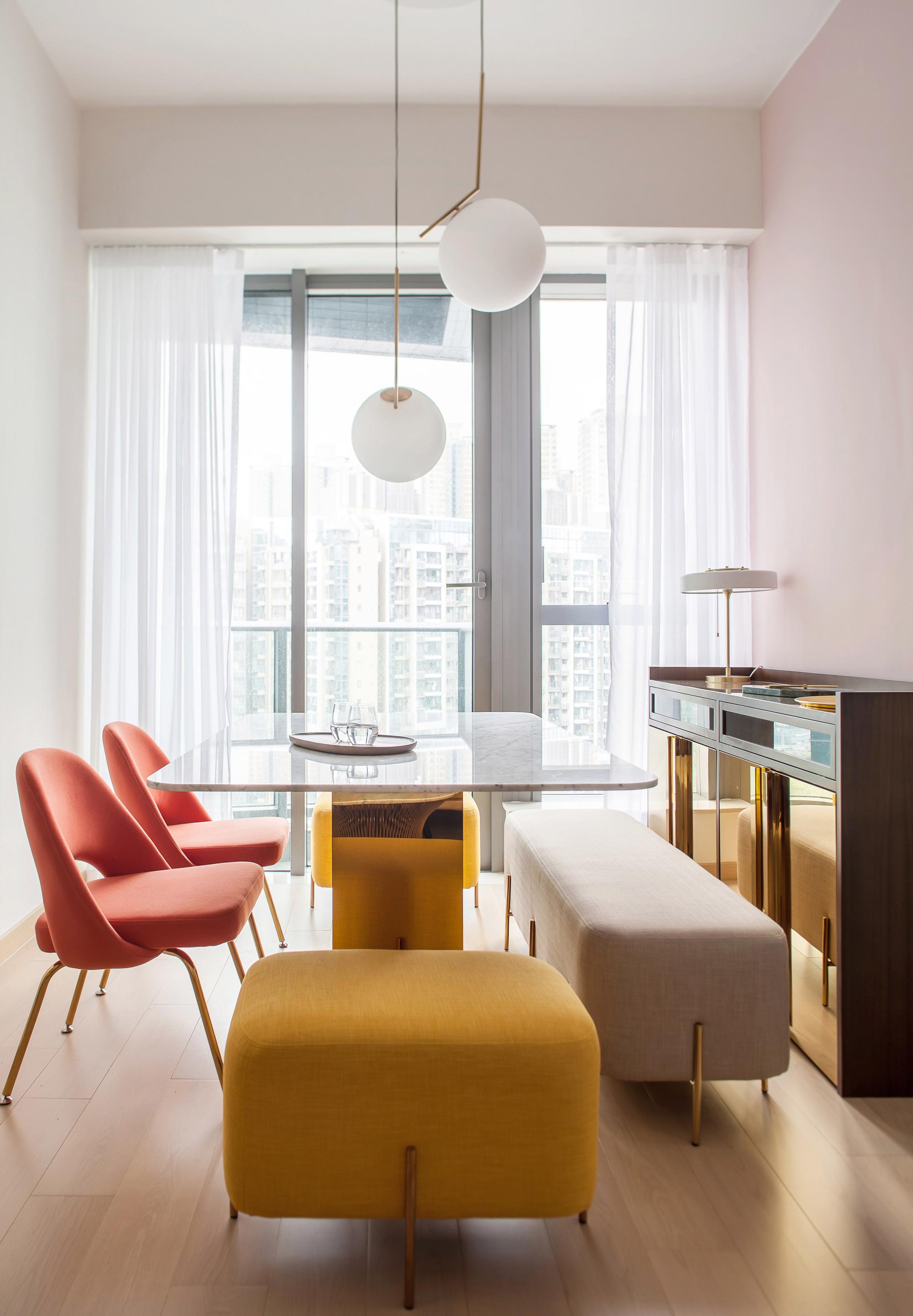 Thiết kế căn hộ với tường và đồ nội thất có màu rực rỡ dành riêng cho chủ nhân thiết kế thời trang - Ảnh 3.