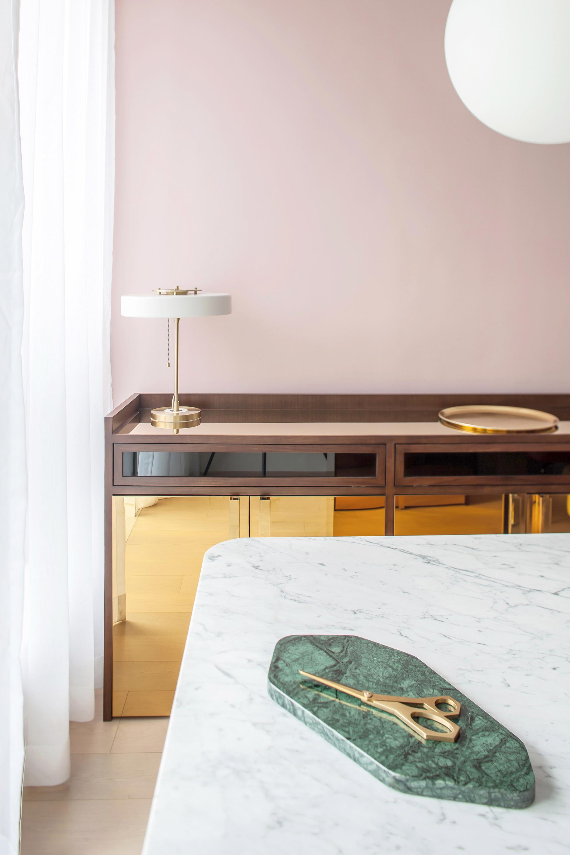 Thiết kế căn hộ với tường và đồ nội thất có màu rực rỡ dành riêng cho chủ nhân thiết kế thời trang - Ảnh 4.