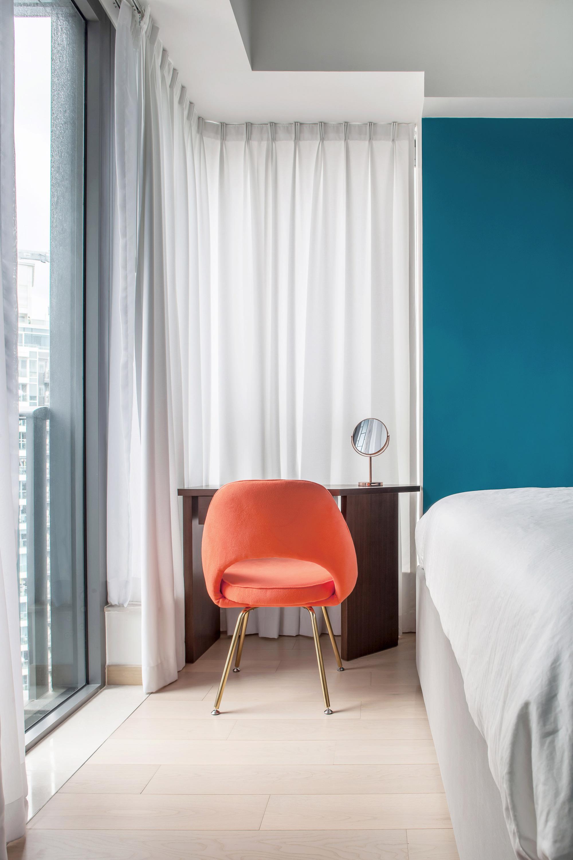 Thiết kế căn hộ với tường và đồ nội thất có màu rực rỡ dành riêng cho chủ nhân thiết kế thời trang - Ảnh 6.