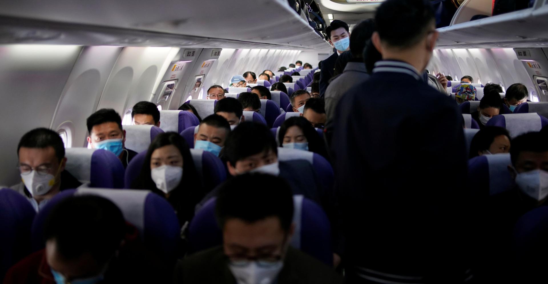Đại dịch Covid-19 lan rộng không kiểm soát, nhiều du học sinh Trung Quốc bỏ hơn 500 triệu để có 1 chỗ ngồi trên máy bay rời khỏi Mỹ - Ảnh 1.