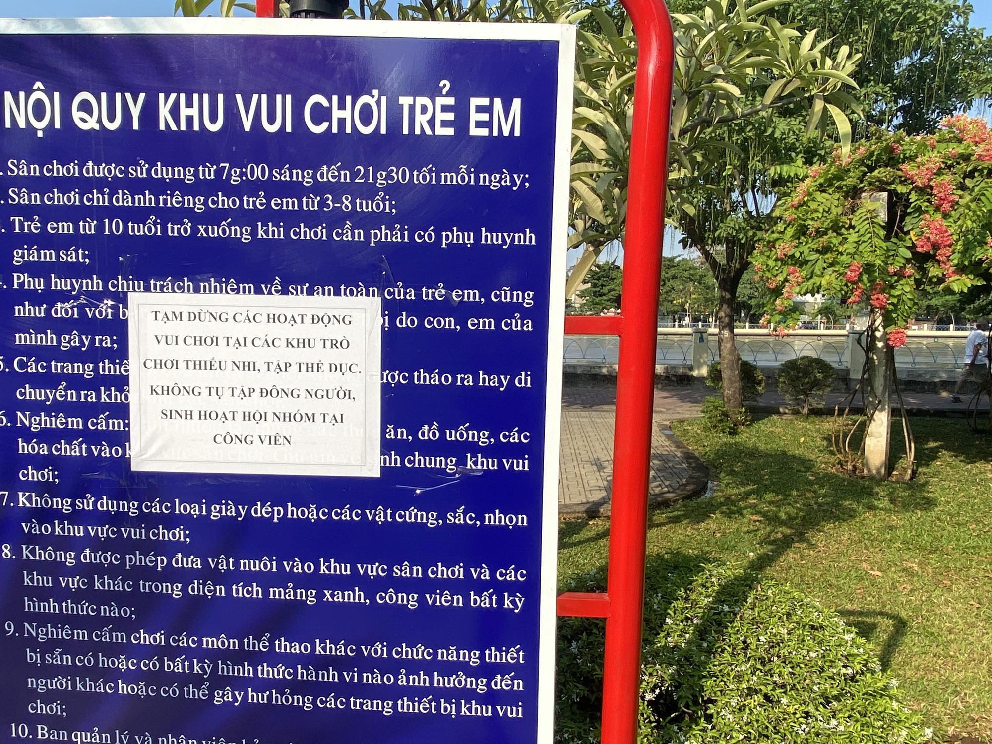 TP.HCM: Sân chơi công viên vắng ngắt, máy tập thể dục bị niêm phong sau lệnh tạm ngưng hoạt động phòng chống dịch Covid-19 - Ảnh 12.