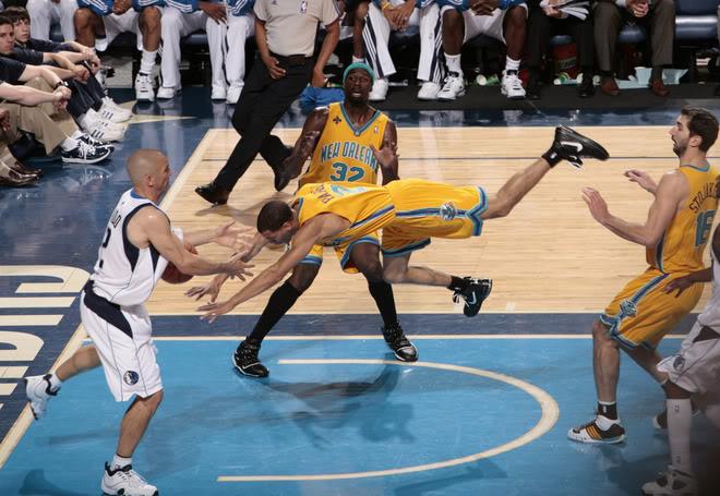 Top 10 tình huống triệt hạ đầy tai tiếng trong lịch sử NBA - Ảnh 7.
