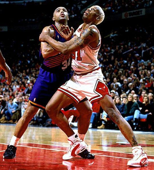 Top 10 tình huống triệt hạ đầy tai tiếng trong lịch sử NBA - Ảnh 5.