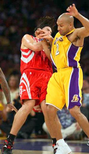 Top 10 tình huống triệt hạ đầy tai tiếng trong lịch sử NBA - Ảnh 11.