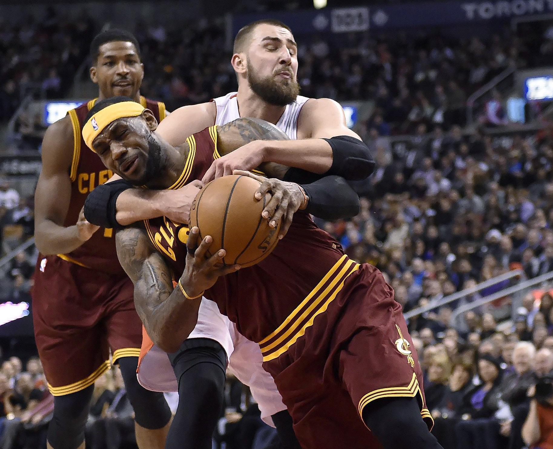 Top 10 tình huống triệt hạ đầy tai tiếng trong lịch sử NBA - Ảnh 15.