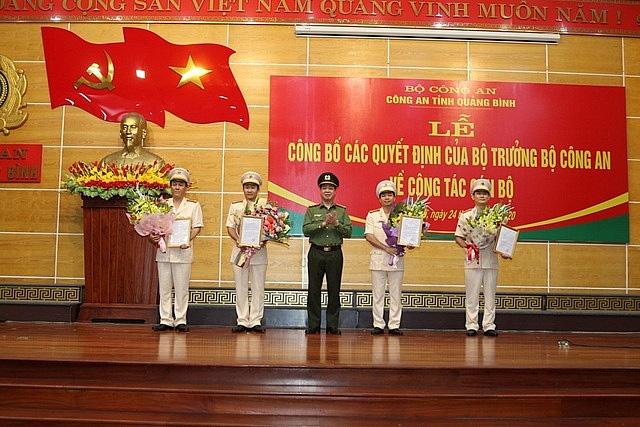 Công an tỉnh Quảng Bình công bố các quyết định của Bộ trưởng Bộ Công an về công tác cán bộ - Ảnh 1.