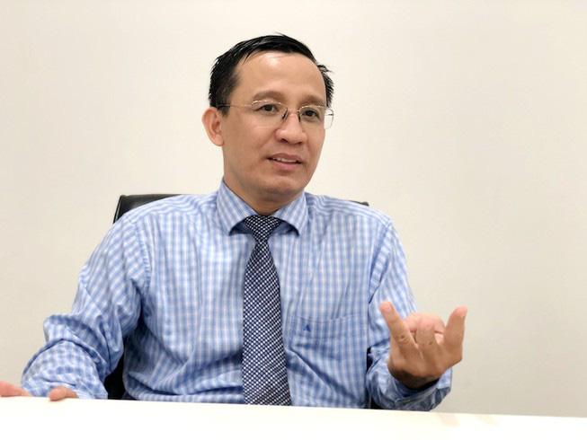 Phong tỏa, khám nghiệm hiện trường nơi Tiến sĩ Bùi Quang Tín rơi lầu tử vong - Ảnh 4.