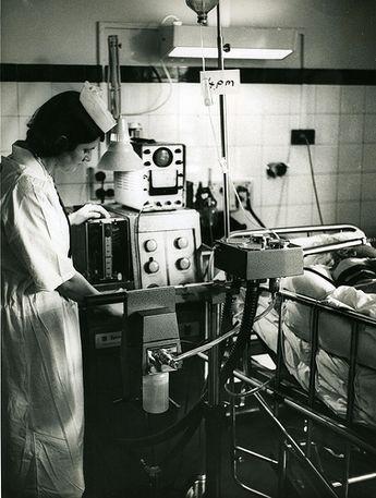 Lịch sử của máy thở và đơn vị chăm sóc tích cực ICU: Những hòn đảo sống trong đại dịch COVID-19 - Ảnh 6.
