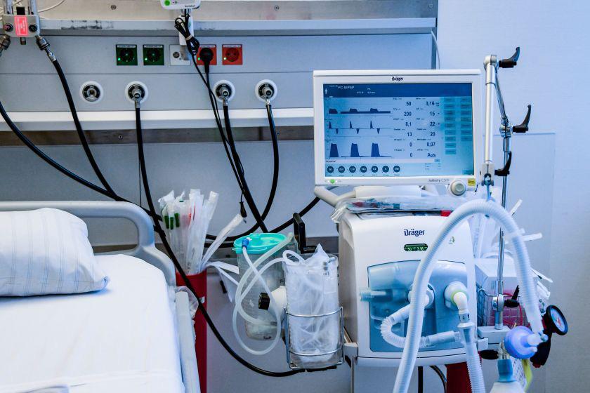 Lịch sử của máy thở và đơn vị chăm sóc tích cực ICU: Những hòn đảo sống trong đại dịch COVID-19 - Ảnh 9.