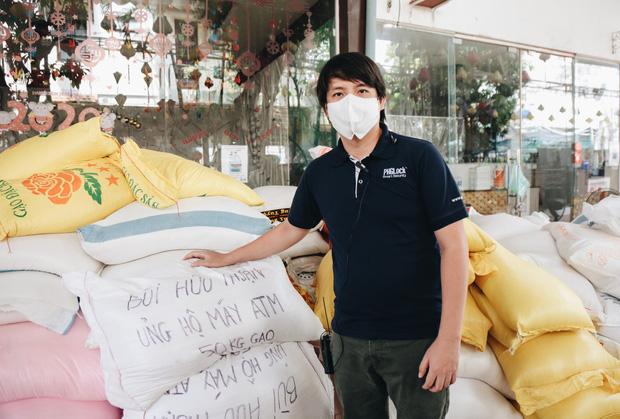 Ăn chặn tiền từ thiện, người giàu trục lợi ở máy ATM gạo dành cho người nghèo: Có bị xử phạt? - Ảnh 2.