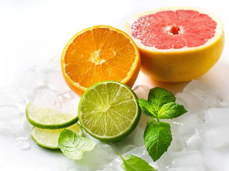Nguyên phó Viện trưởng Viện dinh dưỡng quốc gia: Bổ sung Vitamin C liều cao rất cần thiết trong mùa dịch - Ảnh 1.