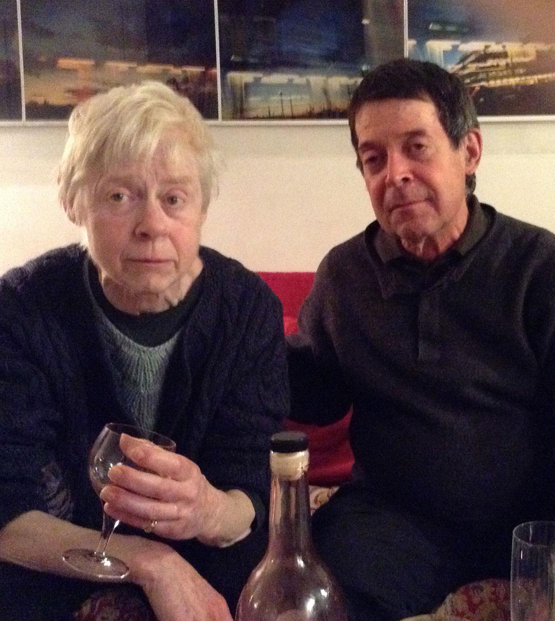 Cặp đôi bên nhau 50 năm bị chia cắt vì Covid-19: Ông không muốn đến viện dưỡng lão gặp bà lần cuối, chỉ muốn đến để giúp vợ được sống - Ảnh 7.