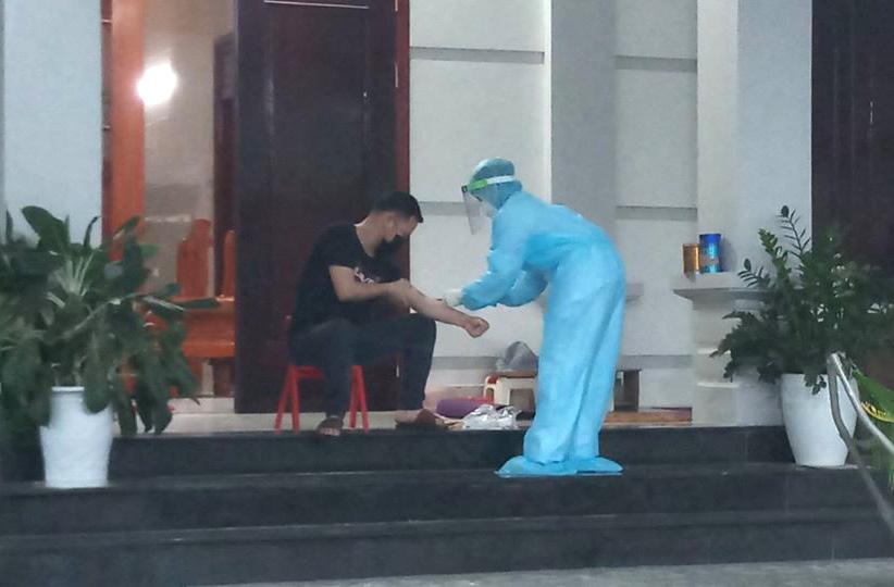 Nghệ An: Rà soát hơn 50 người tiếp xúc với người phụ nữ trở về từ Bệnh viện Bạch Mai có dấu hiệu ho - Ảnh 1.