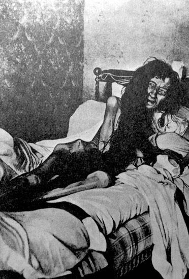 """Nàng tiểu thư xinh đẹp bị mẹ ruột giam lỏng vì phản đối con gái kết hôn và 25 năm sau được giải thoát trong bộ dạng """"thân tàn ma dại"""" - Ảnh 3."""