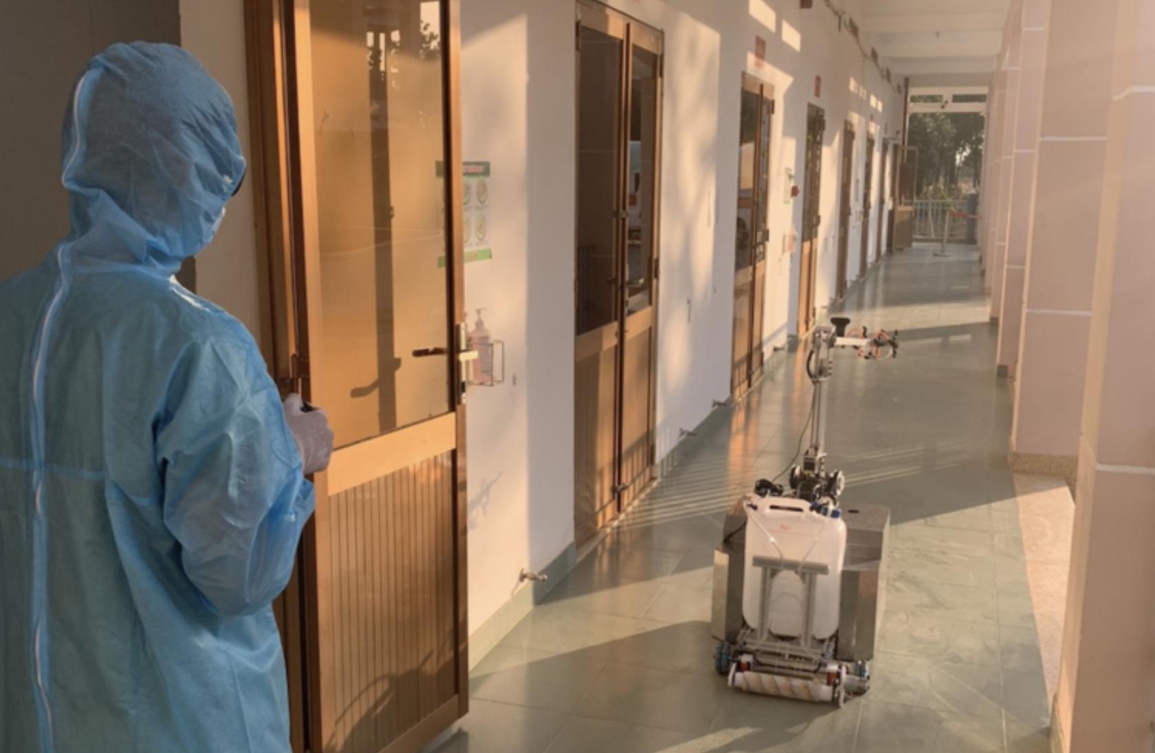 TP.HCM: Bệnh viện điều trị Covid-19 đưa robot khử khuẩn phòng cách ly vào hoạt động thay bác sĩ - Ảnh 2.