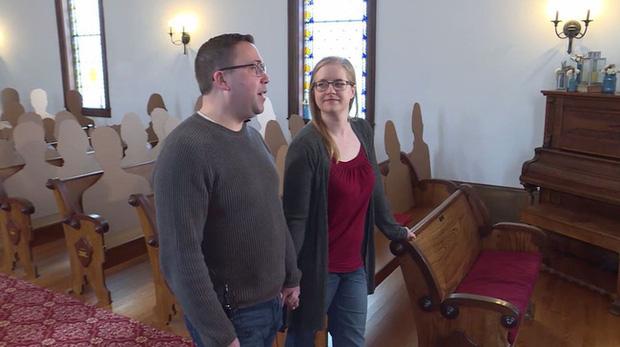 Không muốn hoãn đám cưới vì Covid-19, cặp đôi nảy ra ý tưởng tổ chức hôn lễ với dàn khách mời hoành tráng và độc đáo chưa từng thấy - Ảnh 2.