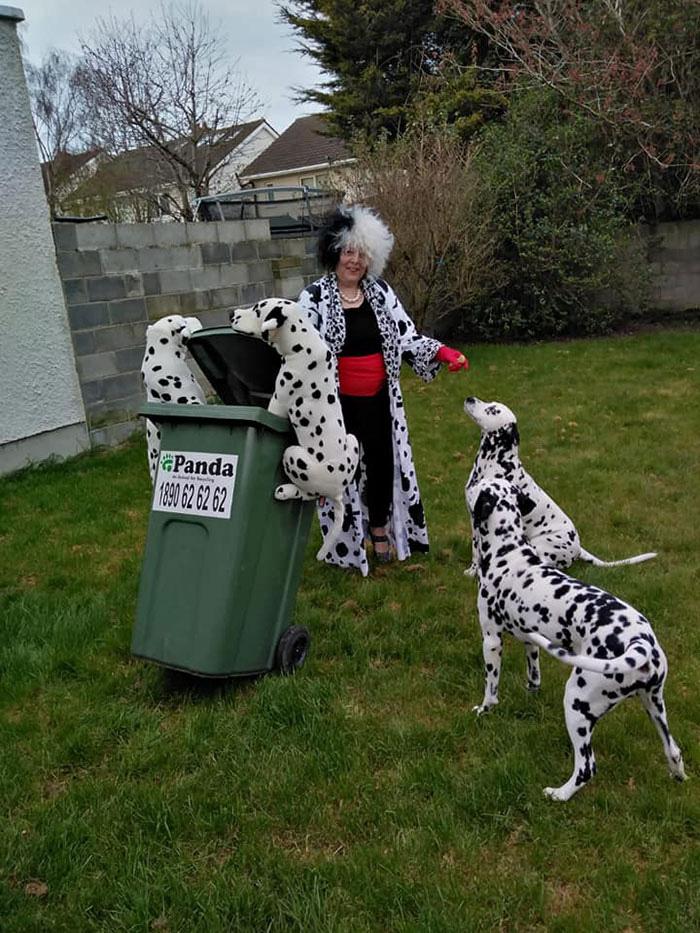 Người Úc tranh thủ mở show diễn thời trang khi ra ngoài đổ rác - Ảnh 7.
