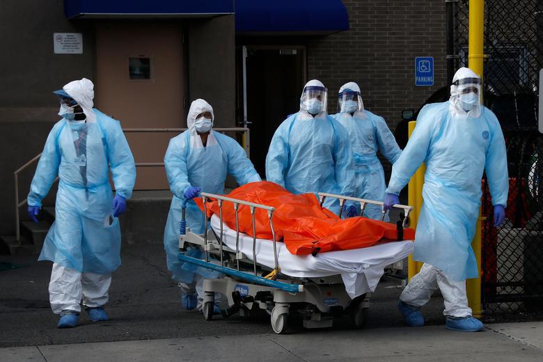 Bên trong New York - tâm dịch Covid-19 lớn nhất nước Mỹ: Thành phố vắng lặng nhưng y bác sĩ và quân đội vẫn tất bật chiến đấu chống dịch bệnh - Ảnh 1.
