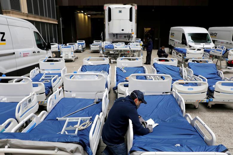 Bên trong New York - tâm dịch Covid-19 lớn nhất nước Mỹ: Thành phố vắng lặng nhưng y bác sĩ và quân đội vẫn tất bật chiến đấu chống dịch bệnh - Ảnh 13.