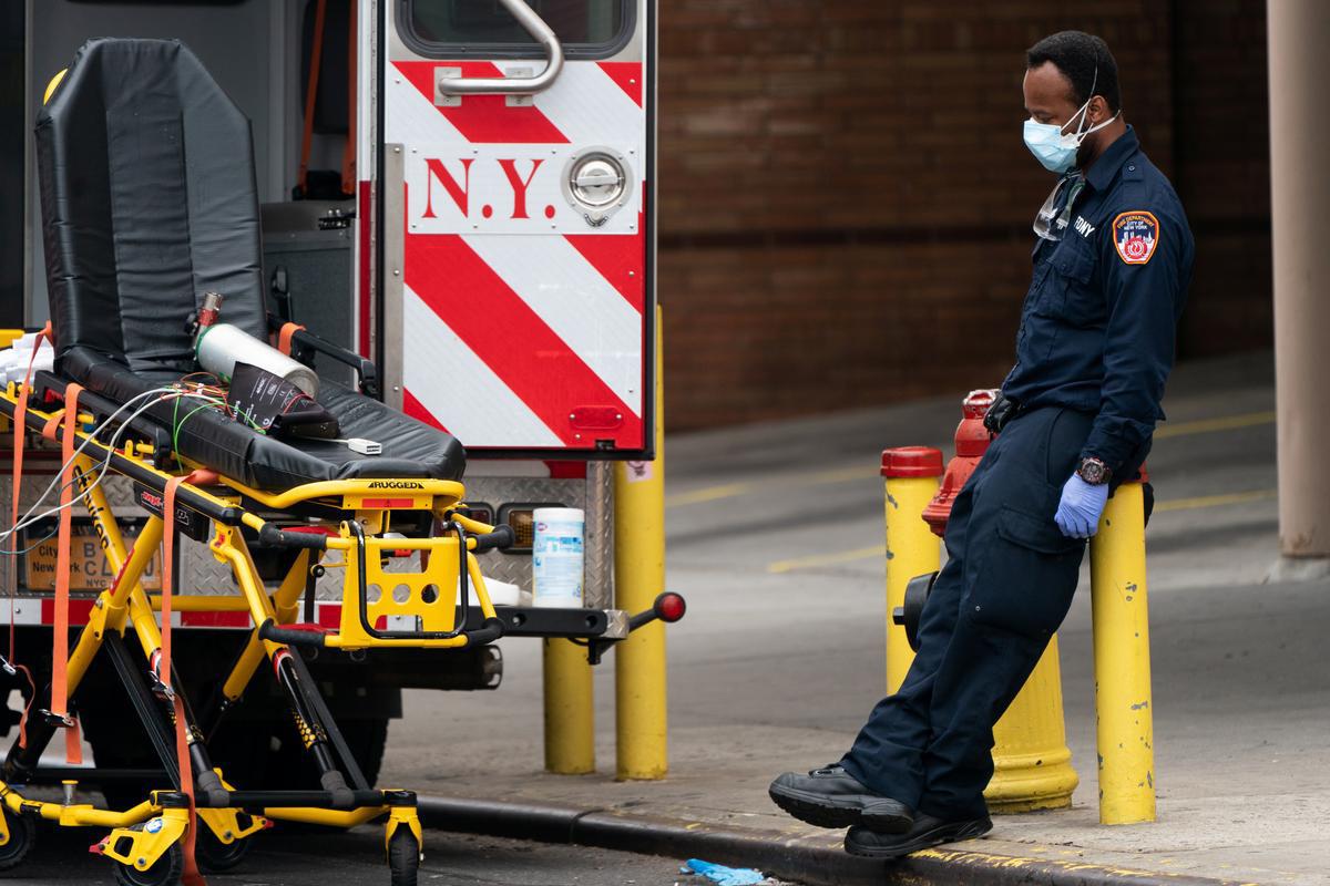 Bên trong New York - tâm dịch Covid-19 lớn nhất nước Mỹ: Thành phố vắng lặng nhưng y bác sĩ và quân đội vẫn tất bật chiến đấu chống dịch bệnh - Ảnh 18.