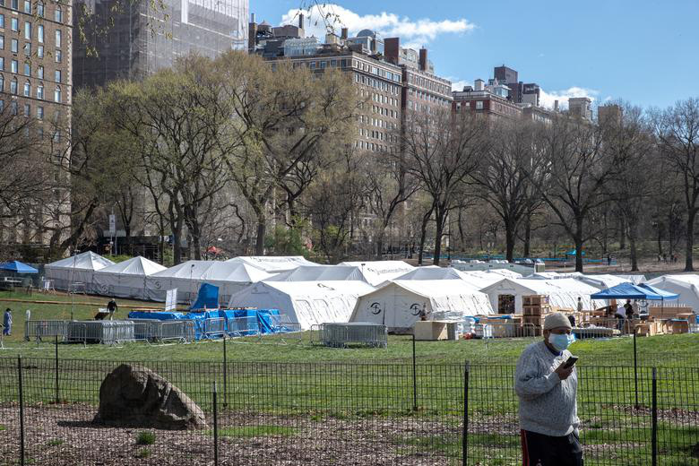 Bên trong New York - tâm dịch Covid-19 lớn nhất nước Mỹ: Thành phố vắng lặng nhưng y bác sĩ và quân đội vẫn tất bật chiến đấu chống dịch bệnh - Ảnh 21.