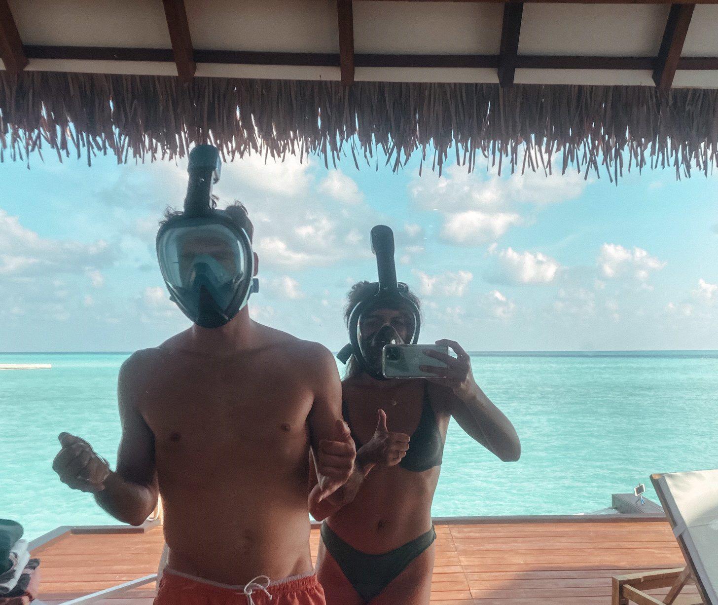 """Vẫn đi tuần trăng mật ở Maldives giữa mùa Covid-19, cặp đôi mới cưới bị mắc kẹt trên """"hòn đảo thiên đường"""" chưa biết ngày về - Ảnh 1."""