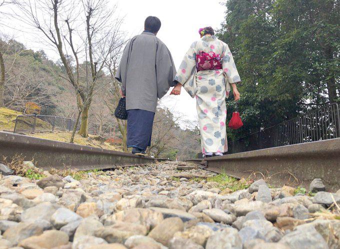 Sự thật buồn về đường ray tình yêu nổi tiếng Nhật Bản: Tưởng chung đường nhưng lại chia đôi ngả - Ảnh 3.