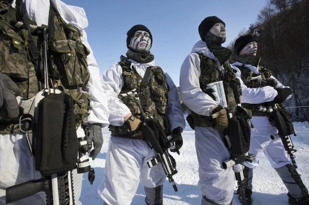 """Bên trong khu quân sự nơi Son Heung-min chuẩn bị """"hành xác"""" 3 tuần: Tập dùng súng máy, đối chọi với hơi cay và thực chiến như cơm bữa - Ảnh 2."""