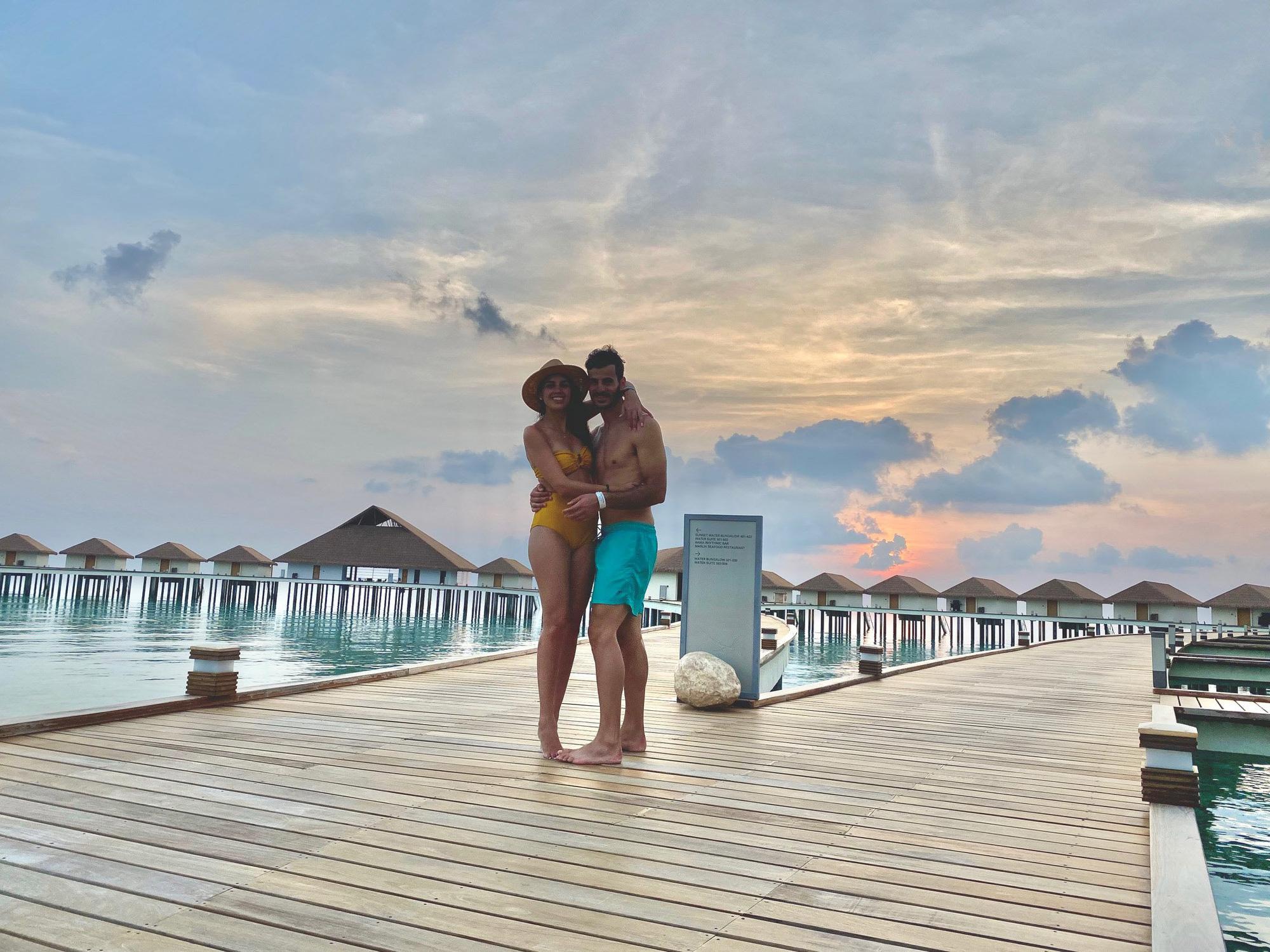 """Vẫn đi tuần trăng mật ở Maldives giữa mùa Covid-19, cặp đôi mới cưới bị mắc kẹt trên """"hòn đảo thiên đường"""" chưa biết ngày về - Ảnh 4."""