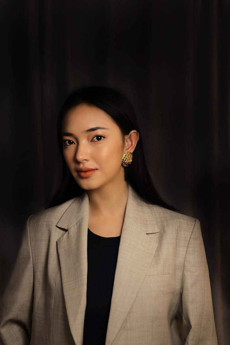 Ghen Cô Vy phiên bản tiếng Anh chính thức ra mắt, mở đầu chuỗi hoạt động của dự án #EndCoV do Châu Bùi làm Đại sứ - Ảnh 3.