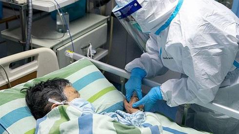 Bác sĩ Trương Hữu Khanh: Dịch của Việt Nam đang bước vào giai đoạn khác, ít ca bệnh nhưng nguy hiểm hơn - Ảnh 1.