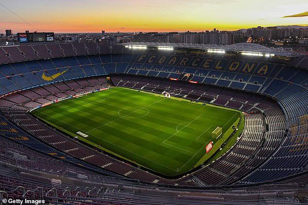 Tình nguyện giảm 70% lương vì Covid-19, Messi vẫn bị chính Barcelona chơi một vố đau điếng - Ảnh 1.