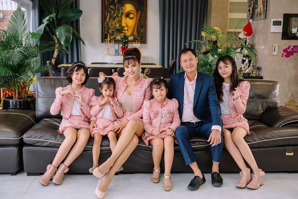 Biệt thự như khách sạn của siêu mẫu Vũ Thu Phương - Ảnh 1.