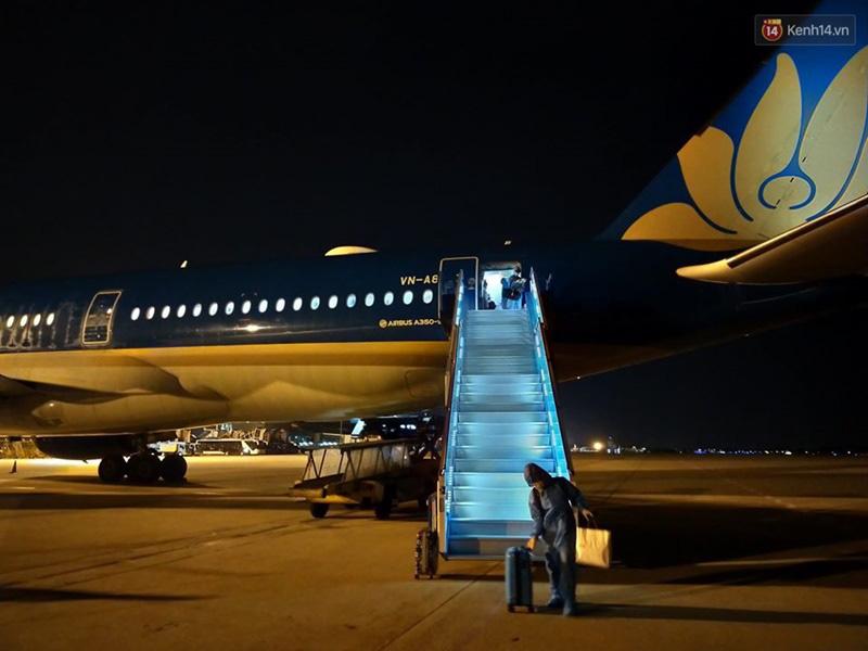 Hơn 270 công dân Việt Nam từ Malaysia về nước trên chuyến bay của Vietnam Airlines - Ảnh 5.