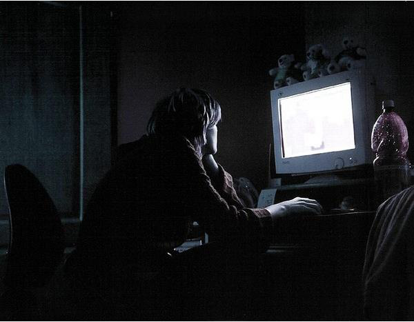 Thức khuya chơi game có tác hại gì? Xin hãy đọc ngay trước khi phải ân hận - Ảnh 1.