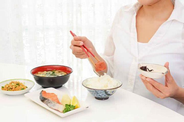 7 thói quen ăn uống đáng học hỏi của người Nhật, giúp họ có tuổi thọ cao nhất thế giới - Ảnh 2.